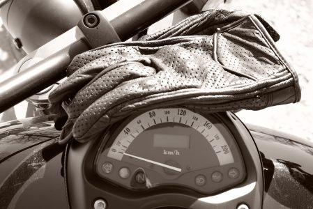 6 types de gants moto : une paire pour chaque occasion