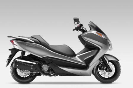 Honda Forza 300 : présentation, fiche technique, prix