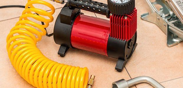 Pompes et compresseurs moto : quel appareil pour gonfler un pneu moto ?